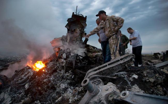 Hallan 181 cuerpos en derribo de avión en Ucrania