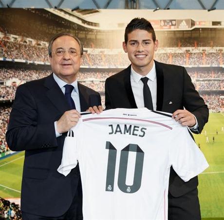 La camiseta del Real Madrid con el 10 de James es un 'boom' en España