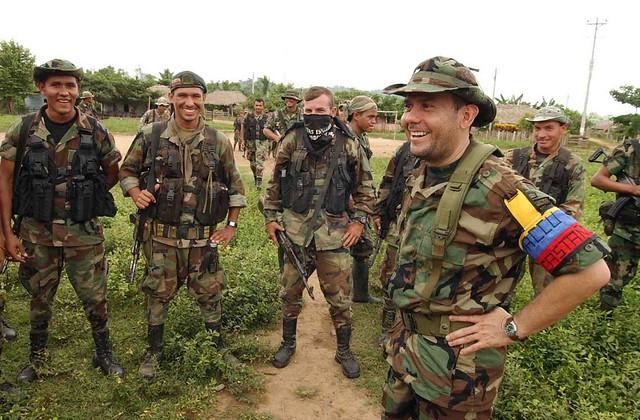 Paramilitares por fuera de la lista de terroristas de  EE. UU.