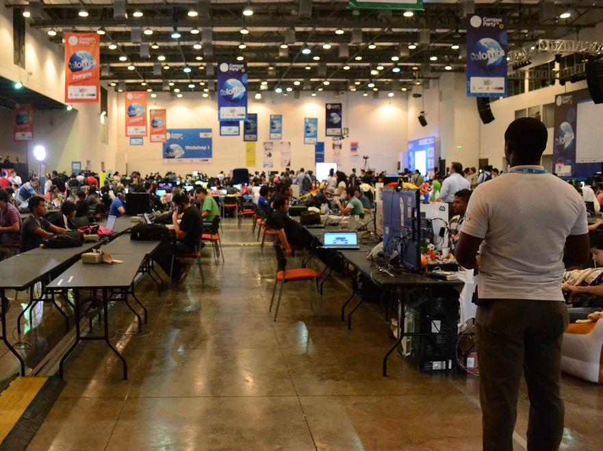 Durante el viernes de Mundial continúa el Campus Party