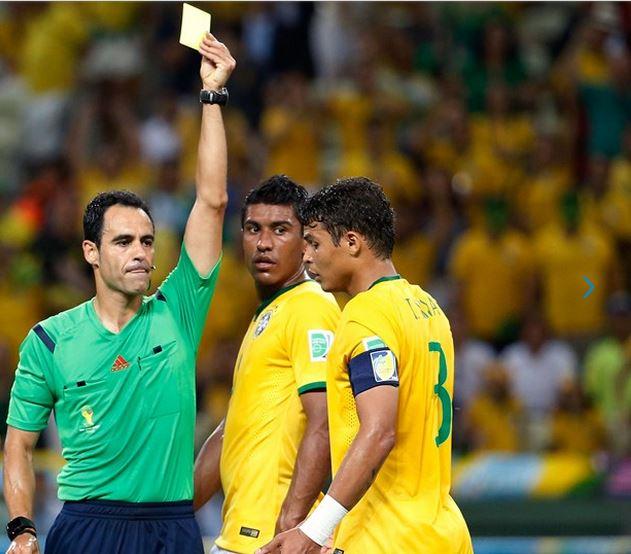 Fifa habría invitado a árbitros a evitar tarjetas amarillas
