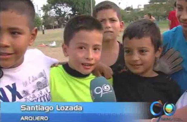 Niño caleño recibe el apoyo de Adrian Ramos en su sueño de ser arquero