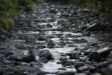 Por bajo caudal de los ríos, comunas 20 y 18 sin servicio de agua