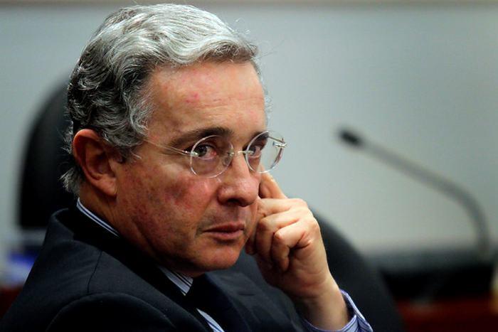Gobierno pide desalojo del apartamento de Uribe