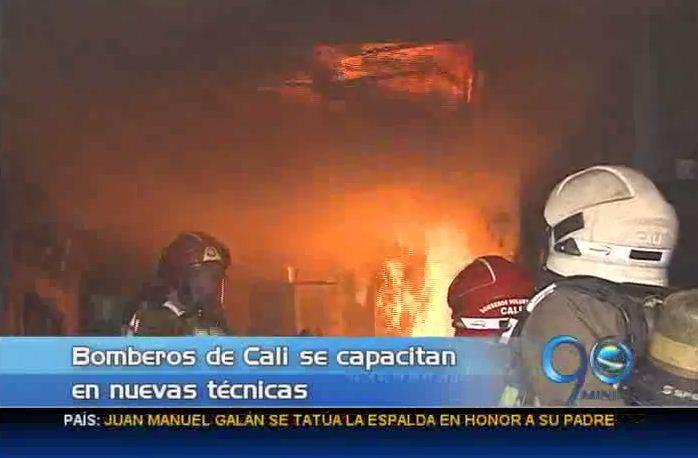 Bomberos se capacitan en nuevas técnicas de extinción de incendios