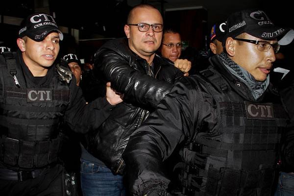 Fiscalía cita a indagatoria a miembros del Uribismo tras declaraciones del 'hacker'.