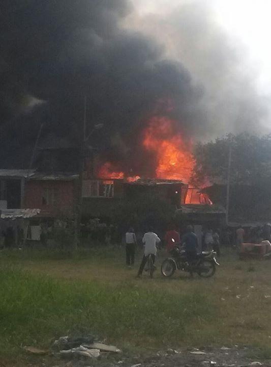 Bomberos atienden Incendio en Charco Azul