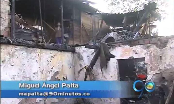 Incendio arrasó 15 viviendas en el sector de Charco Azul