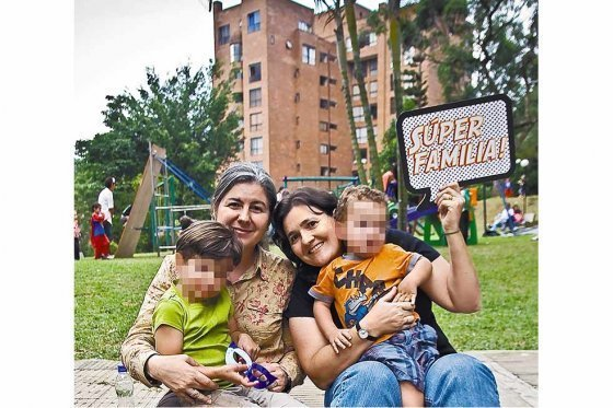 Comunidad LGTBI celebra el fallo que permite la adopción