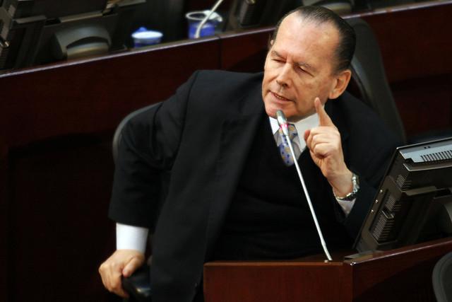 En cuidados intensivos el senador Roberto Gerlein