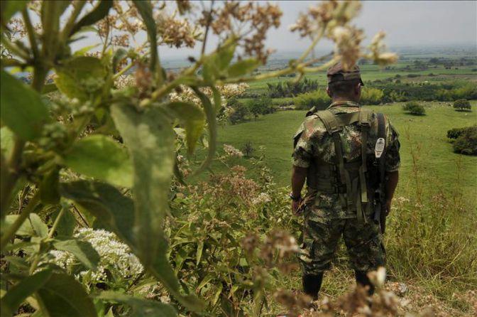 Tres soldados heridos por ataque guerrillero en Cauca