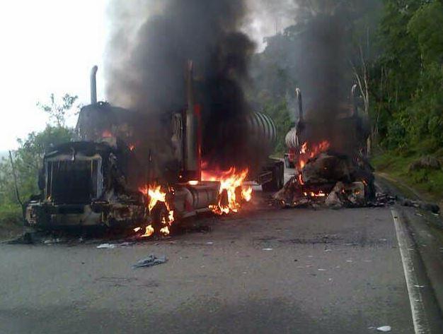 Cinco tractomulas fueron incineradas en el Cauca