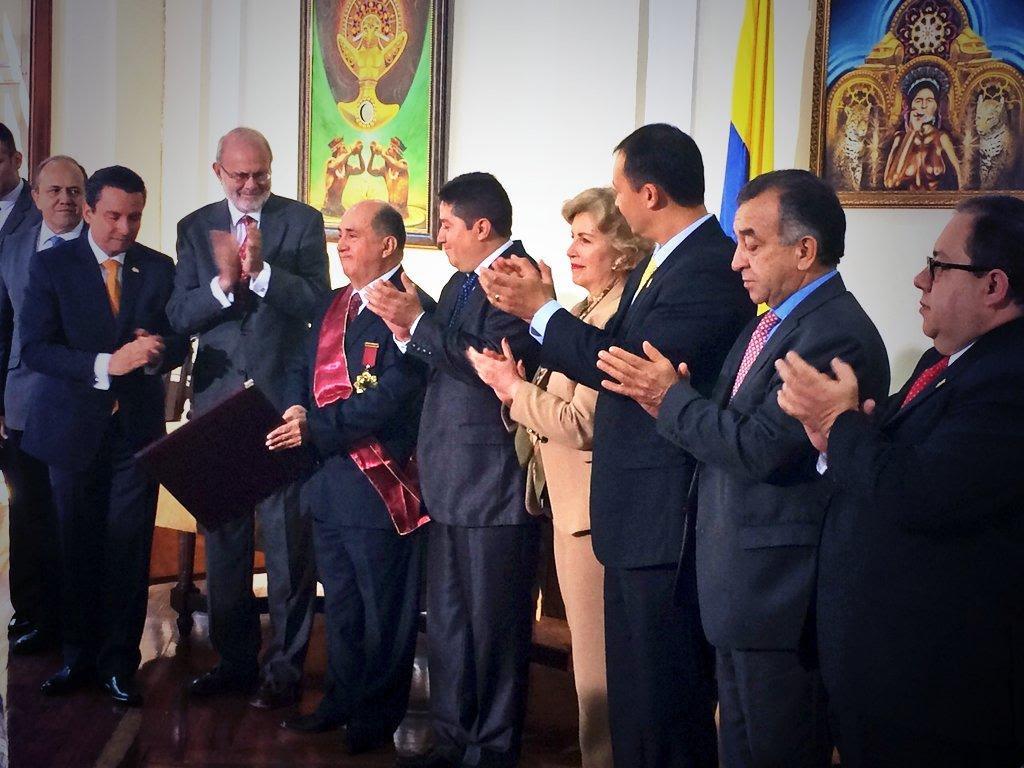 Gobernador fue condecorado por la Sociedad Colombiana de Prensa