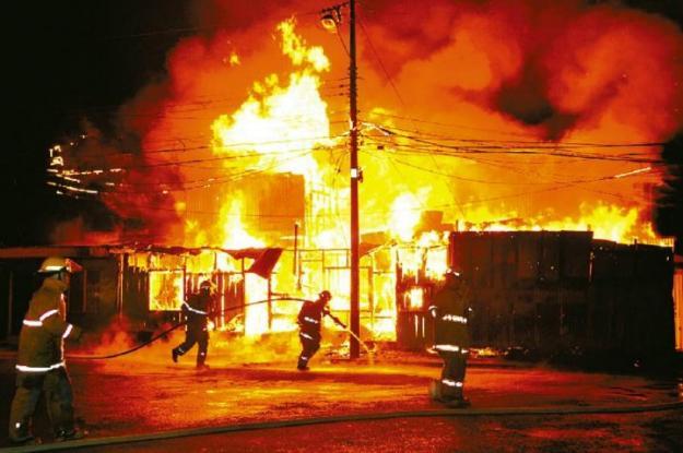 Incendio en Popayán deja a cien personas afectadas