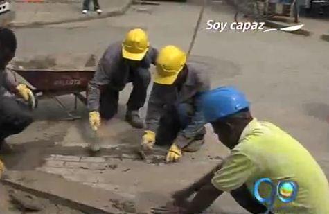 Jóvenes del barrio Mojica adoquinaron sus calles