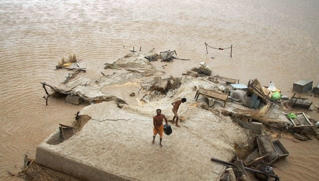 Se registran más de 355 muertos en India y Pakistán por fuertes lluvias