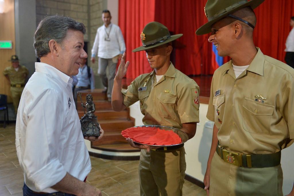 """""""Seguiremos defendiendo a nuestras Fuerzas Armadas"""": Santos"""