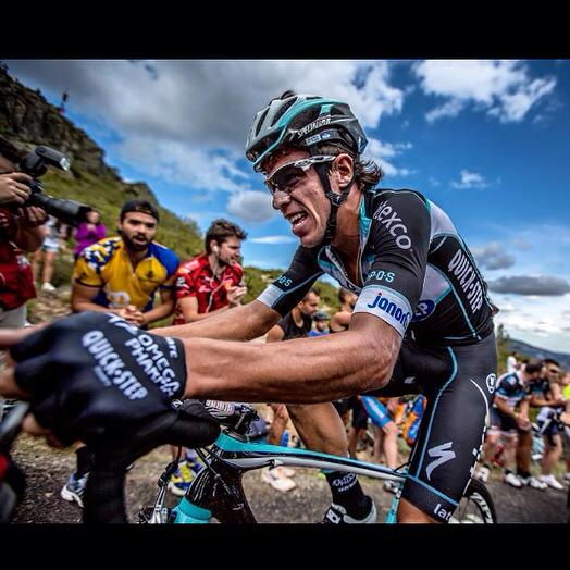 Por problemas de salud, Rigoberto Urán se retira de La Vuelta