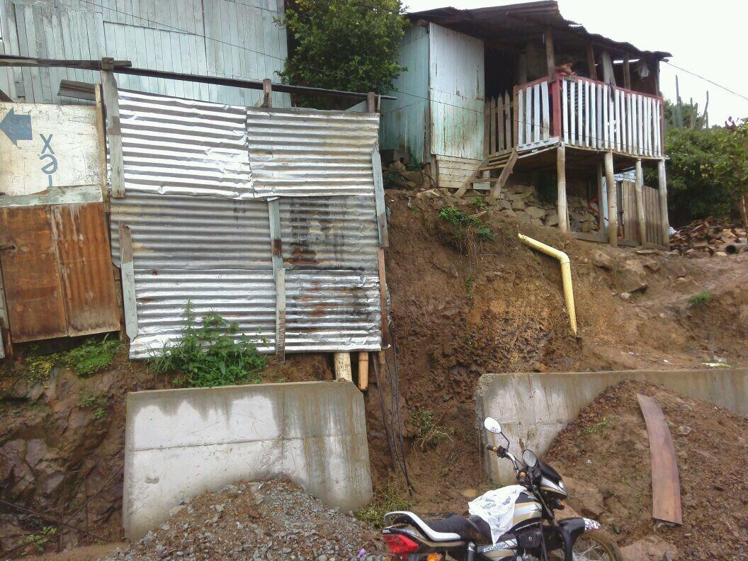 Tres viviendas afectadas por deslizamiento en Yumbo