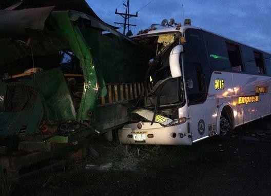 Un muerto y 15 heridos deja accidente en la vía Guacarí – Cerrito