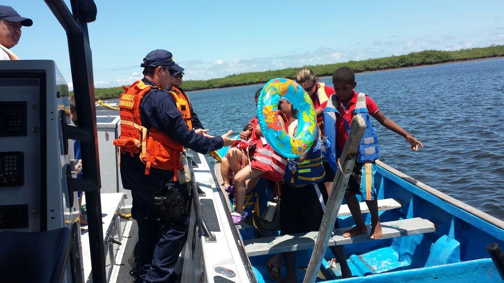 Armada Nacional rescató a 35 personas en San Andrés de Tumaco
