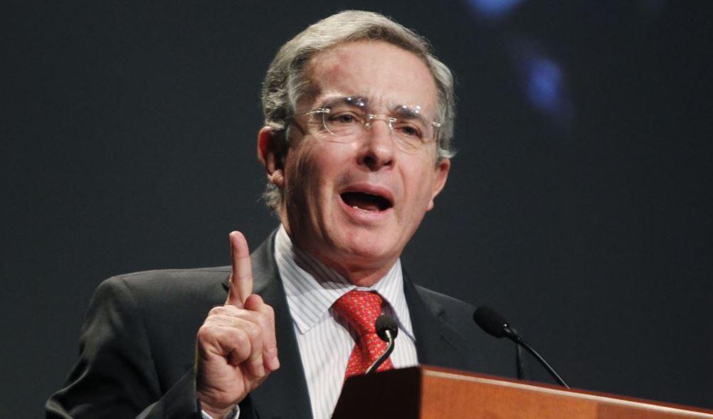 Desde Congreso pidieron investigar a Uribe por violar Ley de Inteligencia