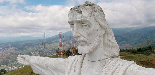 En medio de polémica por daños, Cristo Rey cumple 61 años
