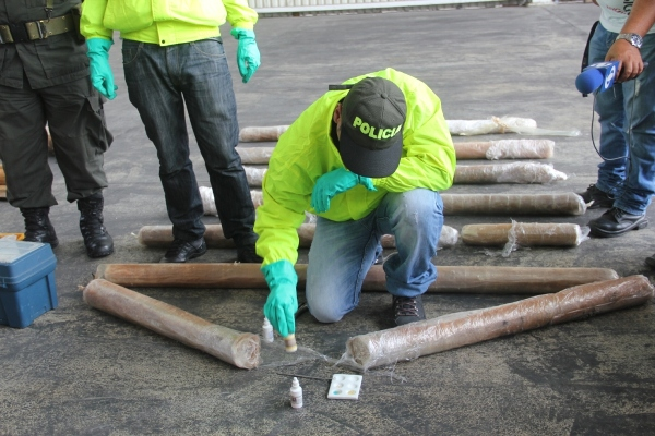 Policía decomisa 460 kilos de base de cocaína ocultos en cargamento de madera