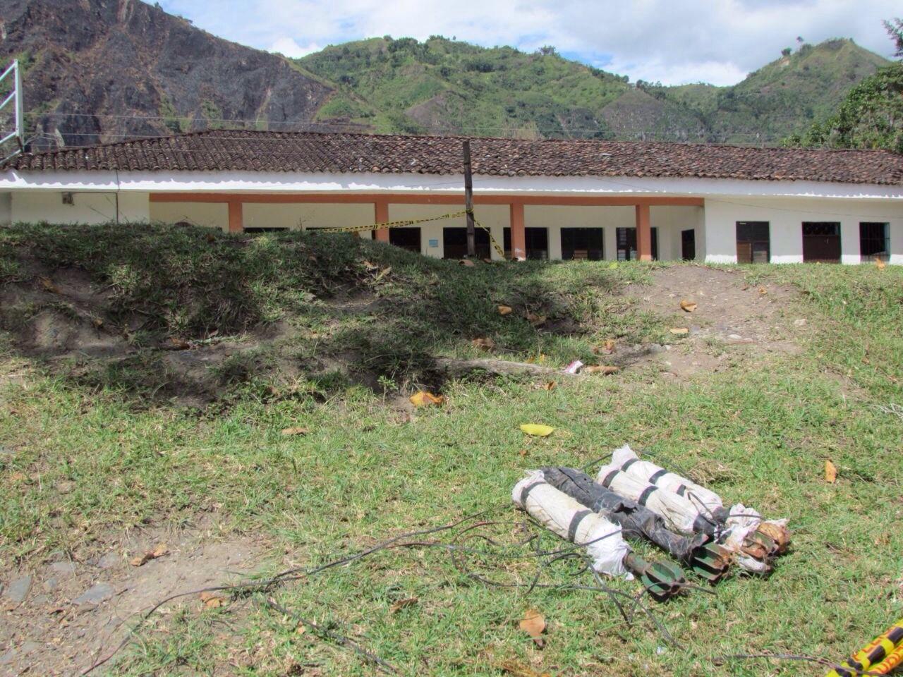 Desactivaron explosivos en parque infantil de Inzá