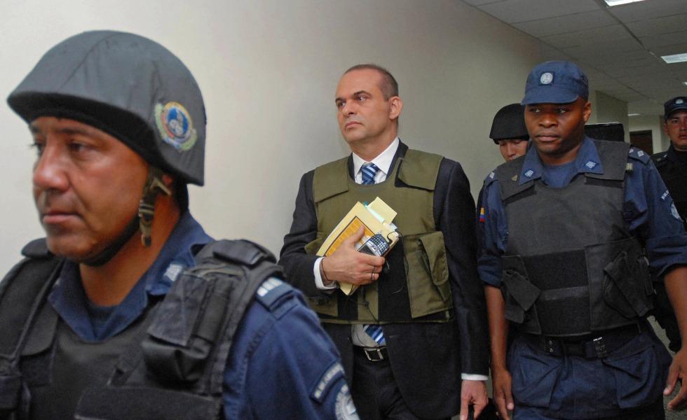 Condenan a 8 años de cárcel a Salvatore Mancuso