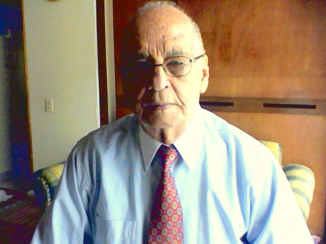 Se apagó la voz del poeta de la radio, Manolo Villarreal. Murió en Bogotá