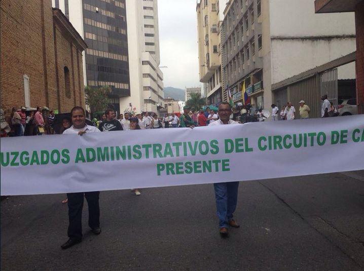 Funcionarios de la Rama Judicial marchan en el centro de Cali