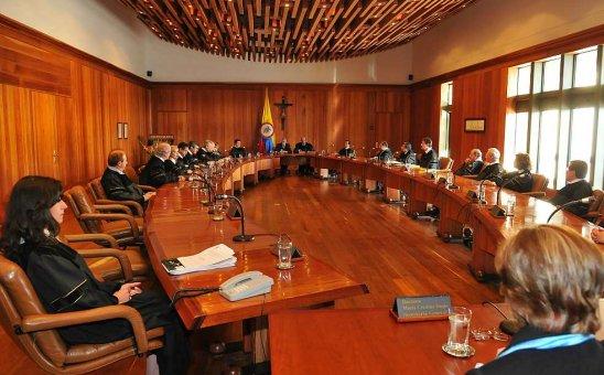 Corte Constitucional aprobó referendo por la paz
