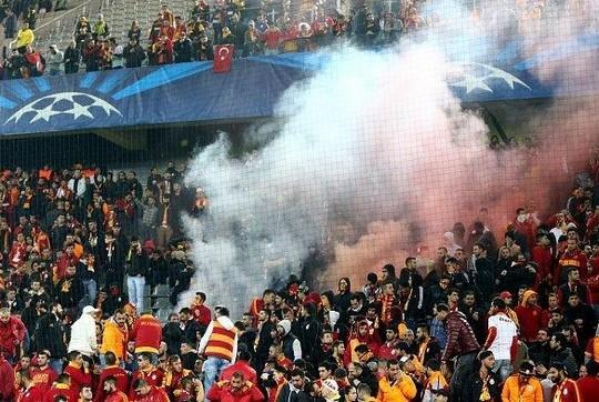 La UEFA podría sancionar al Dortmund y al Galatasaray por disturbios