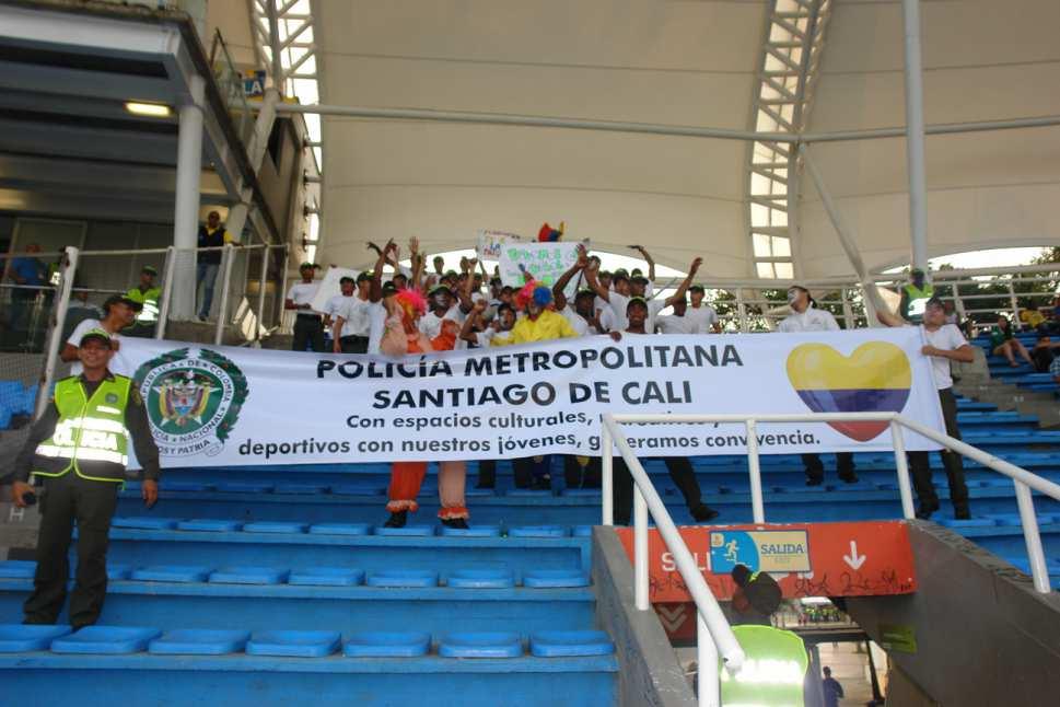 La Policía realiza una campaña de convivencia y seguridad en el estadio