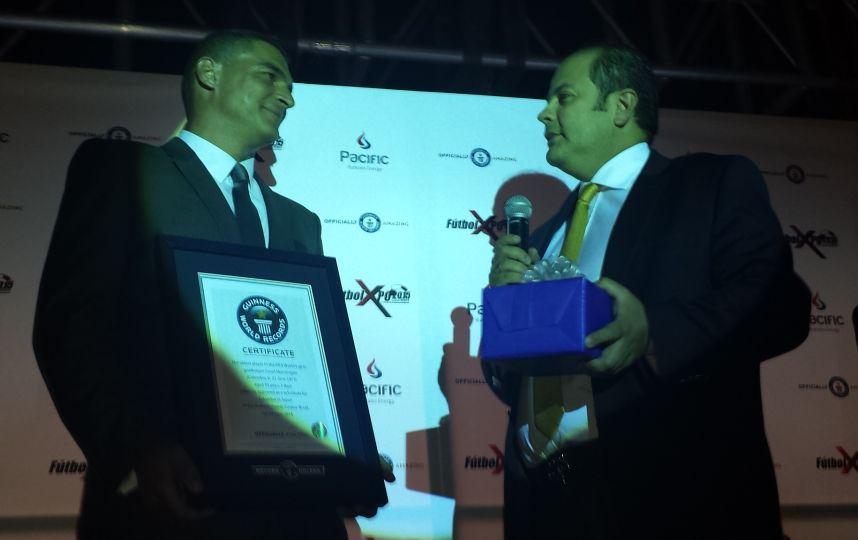 Faryd Mondragón en los Récords Guinness por ser el jugador más veterano