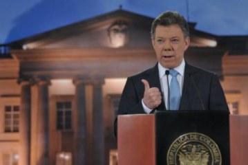 Santos se mantiene en decisión de suspender diálogos de paz
