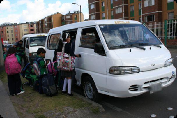 Atracaron buseta con 12 niños discapacitados