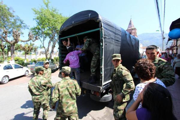 "Jóvenes afirman ser víctimas de ""batidas"" del Ejército en Cali"