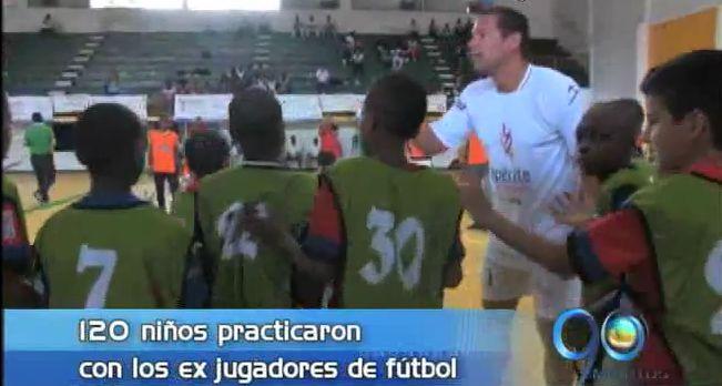 120 niños de Buenaventura entrenaron con reconocidos exfutbolistas colombianos