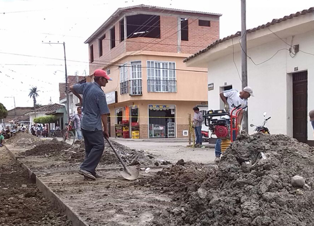 En Guacarí se comenzó a restablecer el servicio de agua