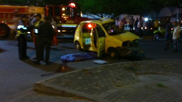 Murió mujer que iba en el taxi que chocó con un Mío
