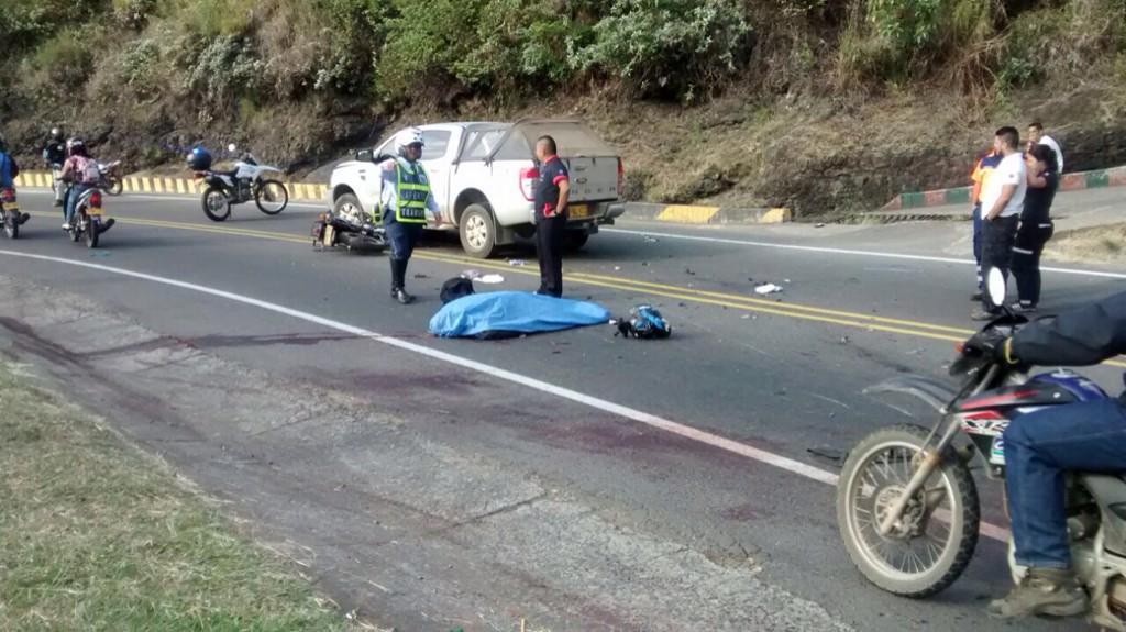 Un muerto dejó accidente de moto en la vía al mar