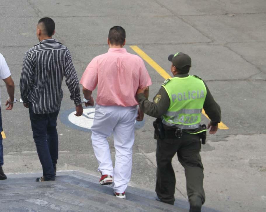 Policía capturó a dos hombres por porte ilegal de armas y hurto calificado