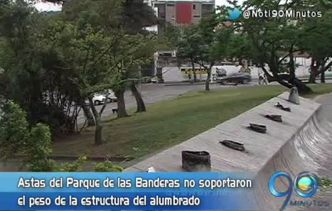 Se desploma alumbrado navideño del Parque Panamericano