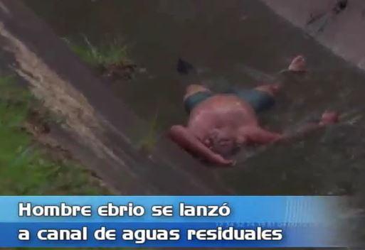 Hombre embriagado se lanzó a canal de aguas residuales en Cali