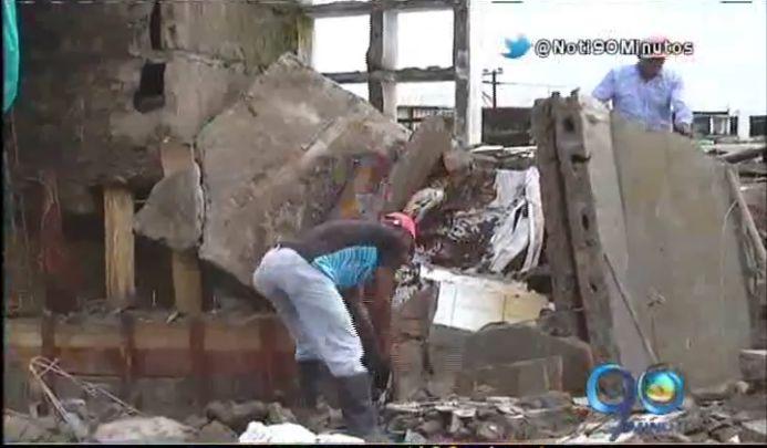 Por caída de muro, tumbas de cementerio de Quibdó quedaron descubiertas