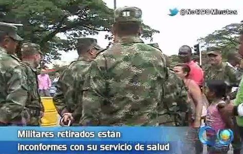 Soldados retirados protestaron frente al cantón militar de Cali