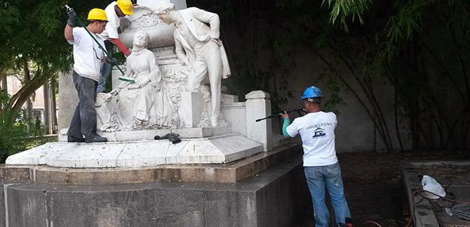 Renuevan los 44 monumentos de Santiago de Cali