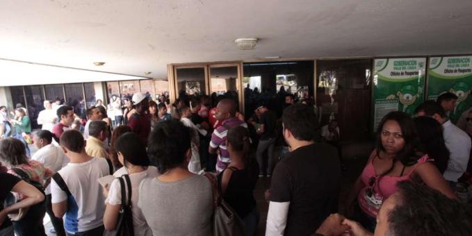 Sigue congestión en la oficina de pasaportes del Valle